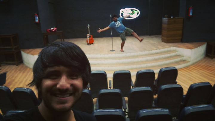 The stage is all set for tonight's Comedy Factory show THE OTHER GUYS featuring Karunesh Talwar and Sumeet Anand. Behind me you see the production head of the show Deep Vaidya posing after the setup 😄 follow my instagram stories for live updates of the show🤘