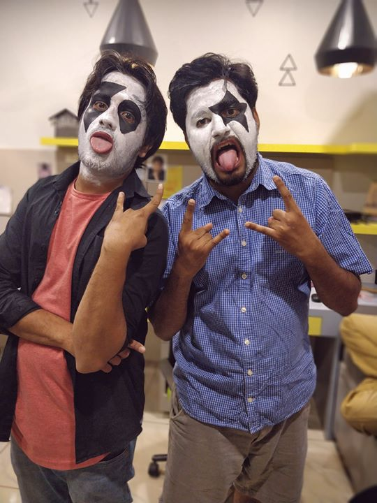 Throwback Tuesday to this day when me and Chirayu Mistry shot as wannabe KISS BAND members for our sketch 'Kayu geet che' 😂✌🏻  #kiss #wannaberockstars #comedysketches