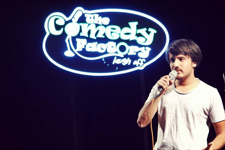 I had no idea i was going to perform😅 thank you @sundeep.sharma for letting me do the opening act for your show 🙌🏻  #thecomedyfactory