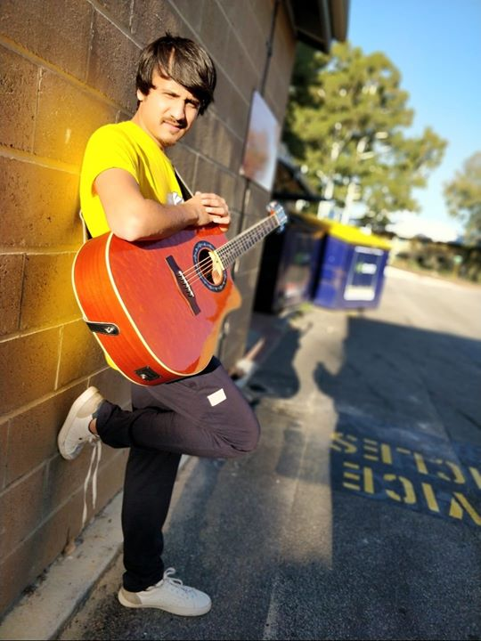 Today is Monday and regardless to what profession you belong to, this day will give you blues even if its an off for you. That's the power of a KHOONI MONDAY, bus khaali fokat daraata hai. K bye.  #musician #guitarist #throwbackpicture #perth #monday #mondayvibes #goodday