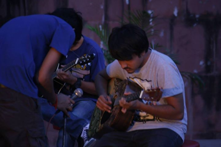 During soundcheck at the Acoustic Drive last sunday! :)