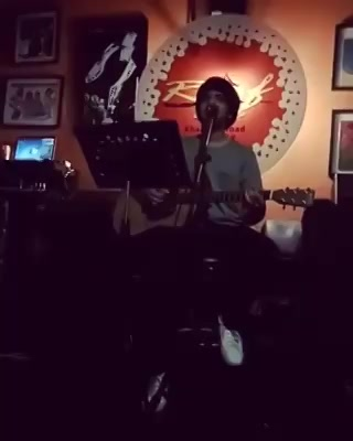 So I was in Bangkok last week with The Comedy Factory team for holidays and we went to this pub with Live music, I couldn't resist my urge to perform and this happened later 😂🤘