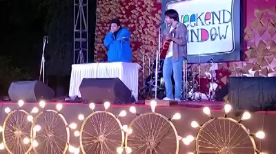 Snippet from my live performance with beatboxer Jesus Mehta. He is a super talented guy playing  variety of beats through his voice.   This was so much fun! Comment below if you want me to collab with Jesus😂🤘  #weekendwindow #beatboxer #livelooping #karnavaticlub
