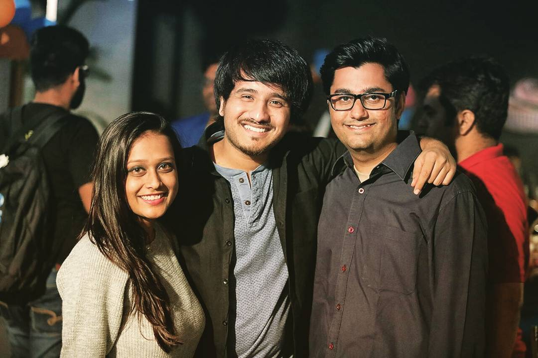 Writer on my left and a DOP on my right, this picture talks to me, it says ,we 3 should  make a short film soon😃 #bestfriends#workbuddies#thecomedyfactory#teamparties#mistrykechitrapat