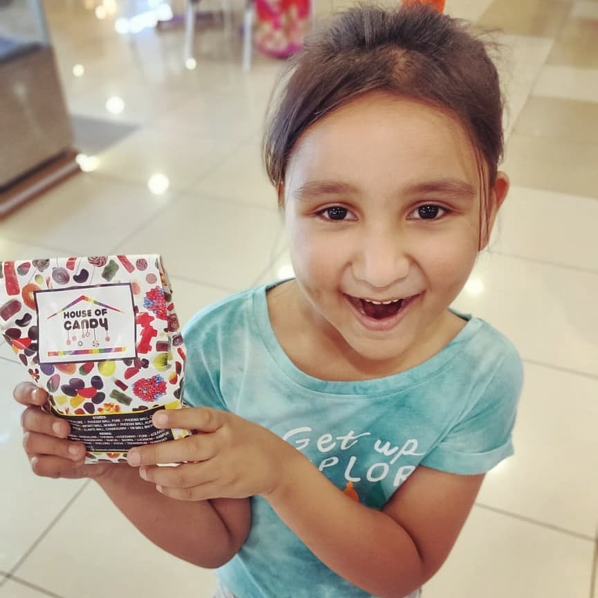 Bought it for myself but told everyone its for her😁 candies toh aaj bhi loot leta hoon main.  #gappuupdate #houseofcandies #candies #kids #candyman #ilovecandies #candy #indiankids #happy #sweets #meetha