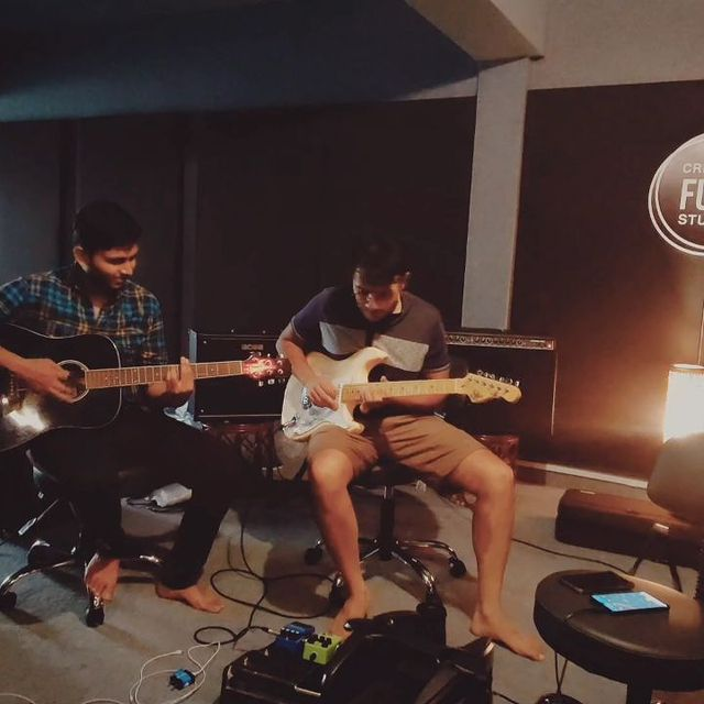 Just a simple afternoon jam with these talent ka bhandaar boyz at @creativefussstudios . If you're still reading this that means you are one of those who actually pay equal attention to the caption of my post toh I am glad ki tum mera kaam bahot acche se follow kar rahe ho and you like reading. Toh ab mudde ki baat bolta hu, comment below your favorite 90s bollywood fun song that you think we should include in a funk cover of bollywood 90s songs if we make any ;) (haan hint dedi)   This 🎥 By @vocalist_vrushti  #guitarist #guitarsolo #blues #jamming #jammingsession #bluesmusic #music #musicians #creativefussstudios #drum #drums #drummer #funkopop #funk #guitar