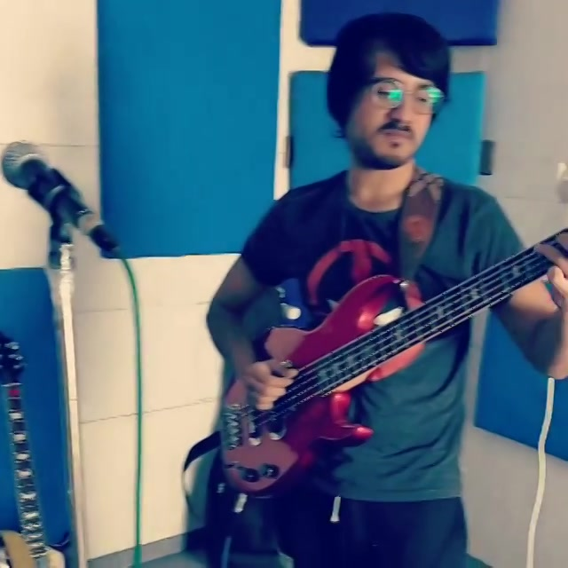 IGNORE MY NAADA (Now you will notice it more) Here's an improv Drum and Bass jam me and @_sagarshinde did yesterday between our practice session. I have a thing for Bass guitars, aage jaake bahot kuch sikhna hai @sidheshwarmalakar se 🤘🏻 #bassguitars #drumandbass #drummer #bassist #jamming #practice #groovy #groove #instamusic #bass #bassist #improv #jam #outrovadodara