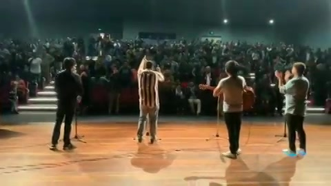 Wow! Thank you so much Melbourne this was overwhelming : ) show tomorrow in Sydney. Shout out to mere bhai @bhavu.darji for taking this awesome video 🤘🏻 #melbourne #show #standingovation #gigs #audience #australia #tcfindia #gujjus #gujju #standupcomedy #end #shows